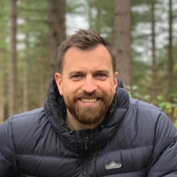 Headshot of Iain Poulson